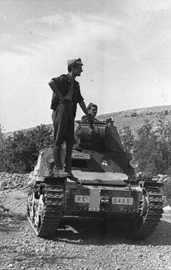 Bundesarchiv Bild 101I-201-1561-23, Balkan, italienischer Panzer