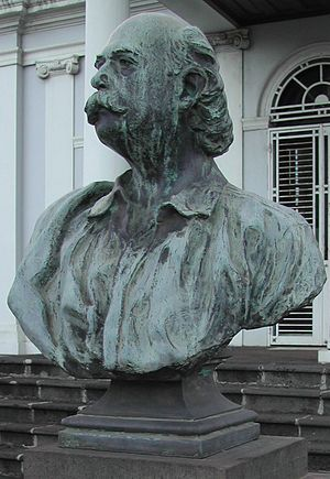 Léon Dierx - Statue representing Léon Dierx in Saint-Denis, Réunion.