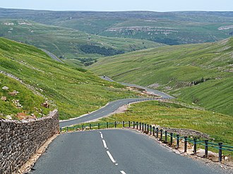 Buttertubs Pass - Road seen from the summit to the north