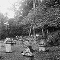 COLLECTIE TROPENMUSEUM Begraafplaats met waruga's te Sawangan TMnr 10028515.jpg
