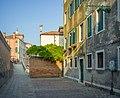Calle della Chiesa e Ponte Sartorio Dorsoduro Venezia.jpg