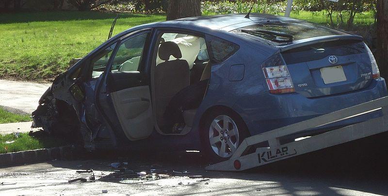 File:Car crash nobody hurt airbags deployed.jpg