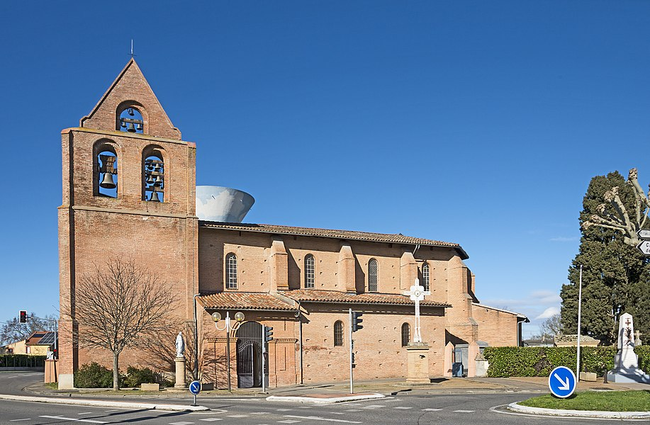English:  Castelginest. Exterior of Saint-Étienne Chruch.