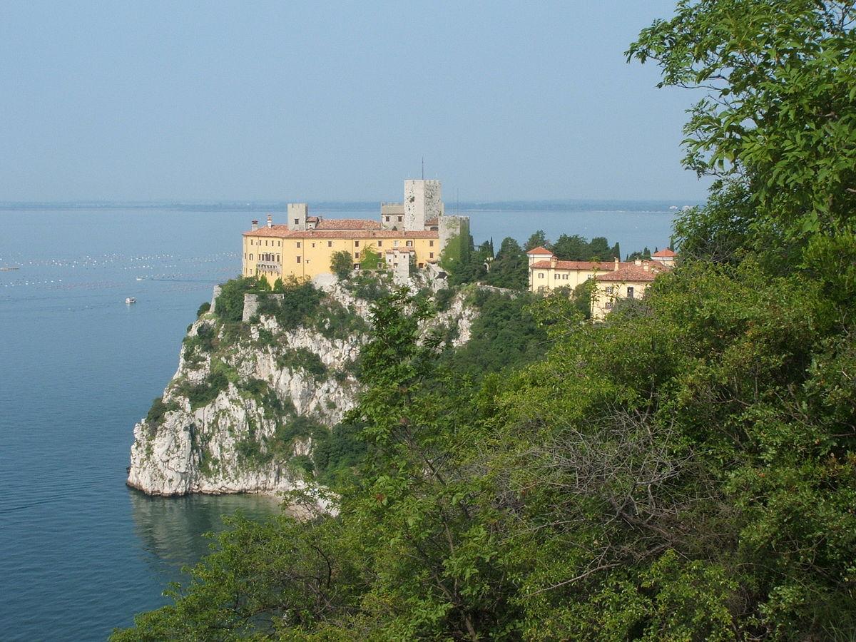 Duino aurisina wikipedia - Immagini di giardini di villette ...
