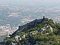 Castelo dos Mouros visto do Palácio Nacional da Pena em Sintra (37104580242).jpg
