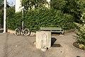 Castione-Granitbrunnen mit Relief 01.jpg