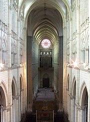 Les Cathédrales du monde ! - Page 2 180px-Cathedrale_d%27Amiens_-_nef_depuis_le_triforium