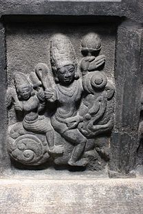Ceiling relief sculpture in the Arakeshwara temple at Hole Alur 6.JPG