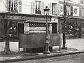 Charles Marville, Urinoir à 3 stalles, ardoise et maconnerie, Boulevard Ornano, ca. 1865.jpg