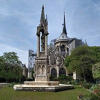 Chevet et flèche de Notre-Dame-de-Paris .jpg