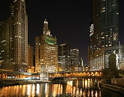 Chicago River and Michigan Avenue by night, 2009. Image: Daniel Schwen.