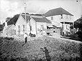 Collectie Nationaal Museum van Wereldculturen TM-10021233 Een grote woning met bijgebouwen op Sint Eustatius Sint Eustatius fotograaf niet bekend.jpg