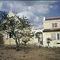 Collectie Nationaal Museum van Wereldculturen TM-20029918 Vooraanzicht van Landhuis Veeris Curacao Boy Lawson (Fotograaf).jpg