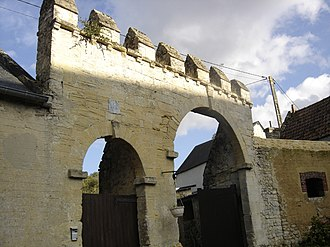 Commes - Seventeenth-century gate