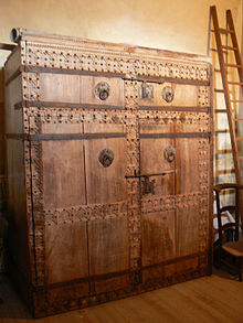Armoire wikip dia for Meuble porte fusils occasion