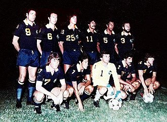New York Cosmos (1970–85) - The Cosmos before playing a friendly match v. Club Cipolletti in Argentina, March 1980. Giorgio Chinaglia (9), Franz Beckenbauer (6) and Carlos Alberto Torres (5) were part of the line up
