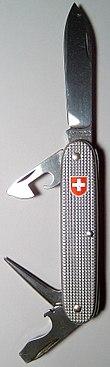 Un coltellino militare svizzero costruito dalla Victorinox