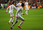 Cristiano con Ozil - Flickr - Jan S0L0.jpg