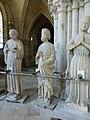 Crypte de la cathédrale Saint-Étienne de Bourges-Statues gothiques (5).jpg