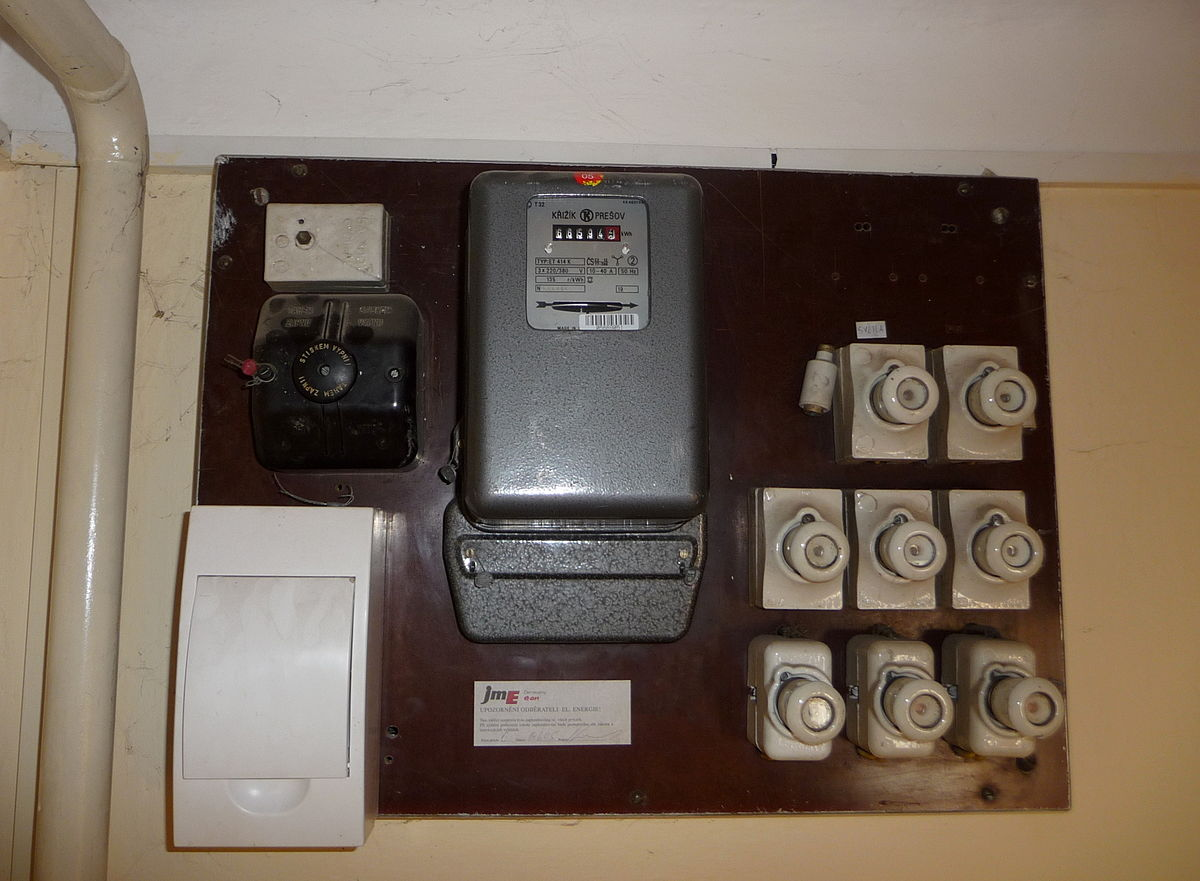 File:Czech electricity meter and fuse box.jpg - Wikimedia CommonsWikimedia Commons