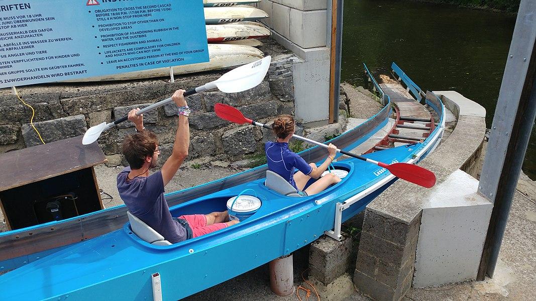 Longue descente de la Lesse (21 Km), départ des kayaks depuis Houyet