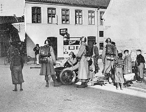 German invasion of Denmark (1940) - Five Danish soldiers with a 37mm anti-tank gun outside Hertug Hansgades Hospital in Haderslev on the morning of 9 April 1940
