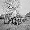 De begrafenis van sergeant R Hannink, 1e Compagnie I Regiment Jagers te Tjilili, Bestanddeelnr 255-6784.jpg