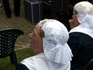 Dutch cap - Woman's cap of Drenthe, with lace, gold and silver ornaments