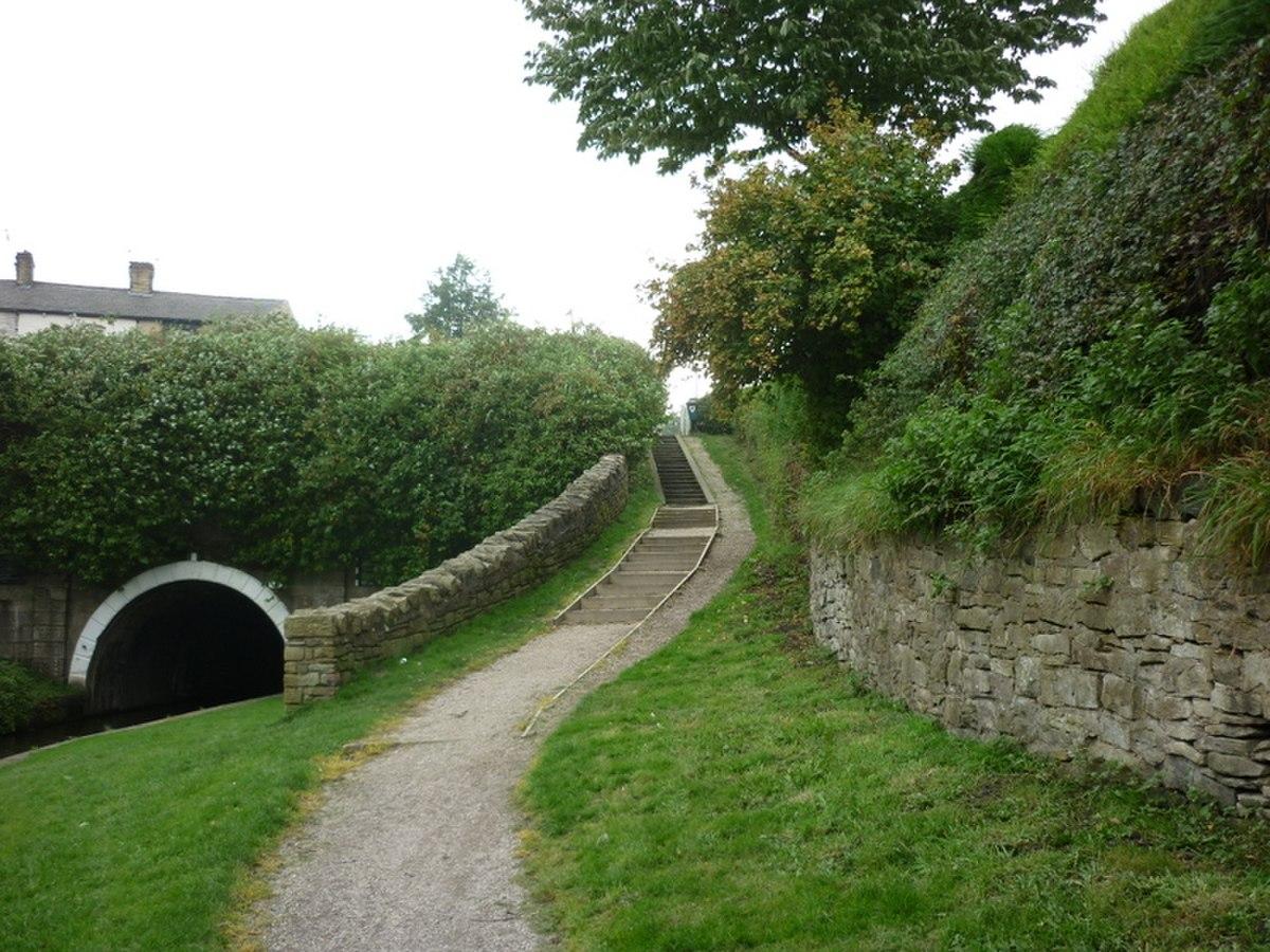 Eastern Portal, Gannow Tunnel, Burnley.jpg