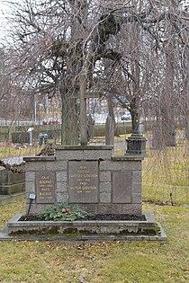 Edith Erastoff och Victor Sjöströms grav.JPG