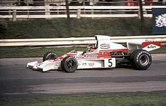La prima McLaren a vincere un campionato costruttori: la M23 qui guidata da Emerson Fittipaldi