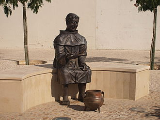 Almeirim - Statue of the friar in Almeirim
