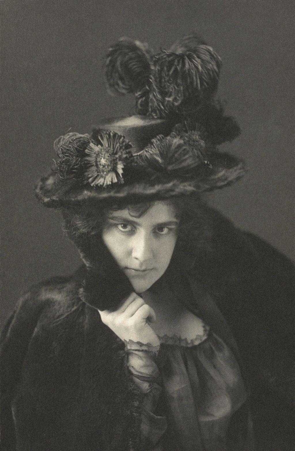 Ethel Reed (ca. 1895) by Frances Benjamin Johnston.jpg