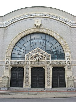 Facade of Temple Rodef Shalom.jpg