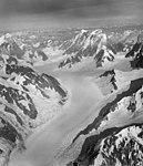 Fairweather Glacier, mountain glacier and icefall, August 22, 1965 (GLACIERS 5441).jpg