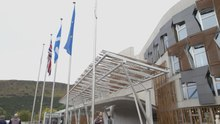 Delwedd:Flags at the entrance to the Scottish Parliament (Source).webm