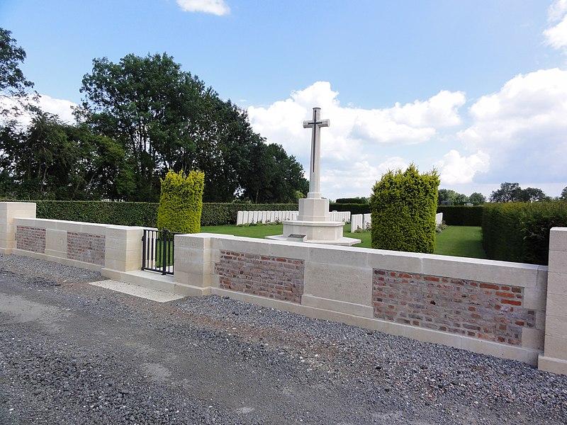 Fontaine-au-Bois (Nord, Fr) Communal cemetery war graves CWGC