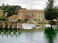 Fontaine-de-Vaucluse Vannes de retenue sur la Sorgue.JPG