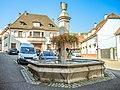 Fontaine sur la place centrale de Katzenthal.jpg