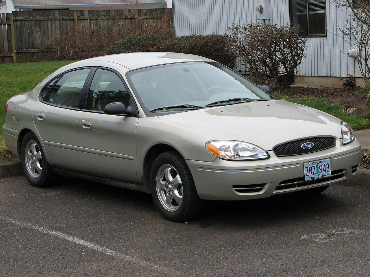 File Ford Taurus 2005 Photograph By Theo 2006 Jpg