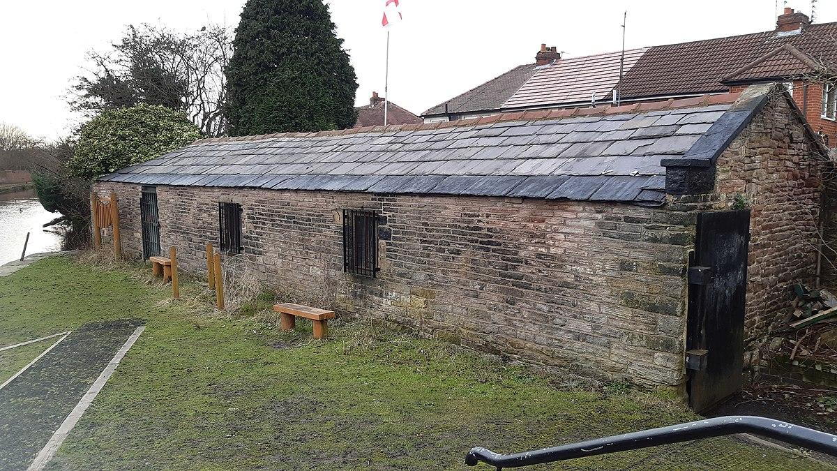 Former packet boathouse, Droylsden.jpg