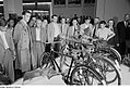 Fotothek df roe-neg 0006724 018 Besucher der Leipziger Herbstmesse 1954 begutach.jpg