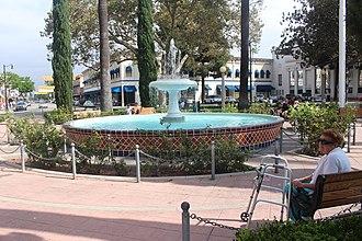 Old Towne, Orange Historic District - Image: Fountain at the Orange Circle