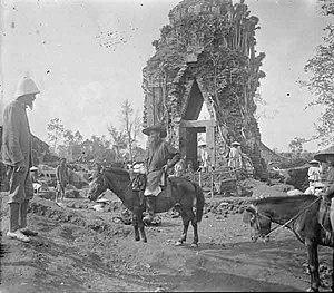 Henri Parmentier - Parmentier (left) and Carpeaux (center) in Đồng Dương.