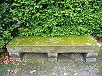 Friedhofsbank aus Stein.JPG