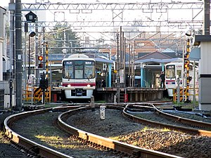 4 ft 6 in gauge railway - Image: Fuchu keiba seimon mae eki.2train keio.keibajyo.line