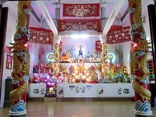 Gian thờ chính trong Dinh Cô