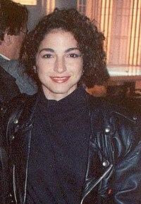 Gloria Estefan w 1990