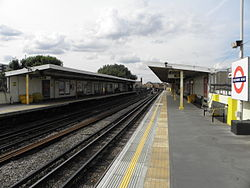 Goldhawk Road stn look north2 2012.JPG