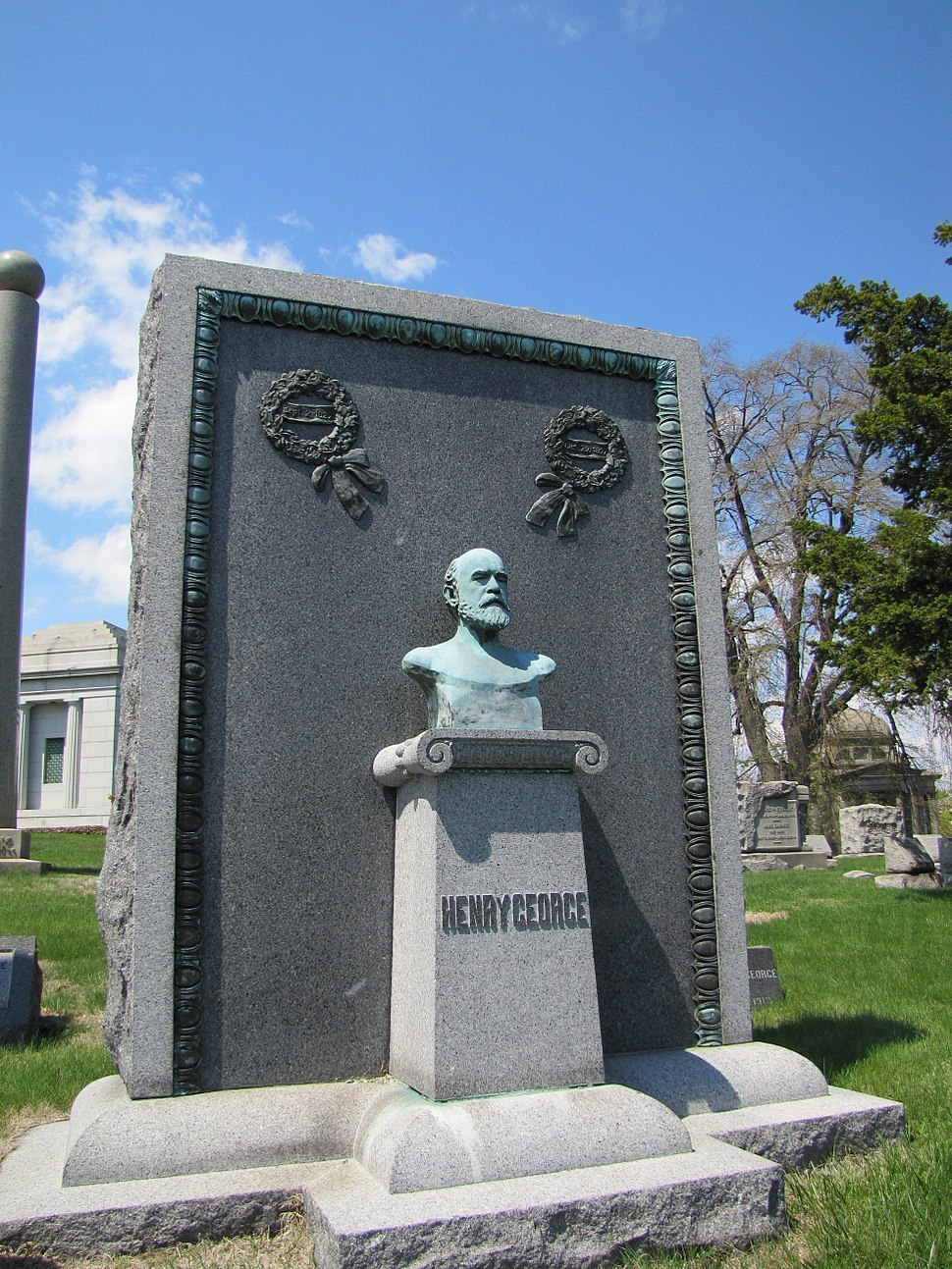 Grave of Henry George (Green-Wood Cemetery) 01
